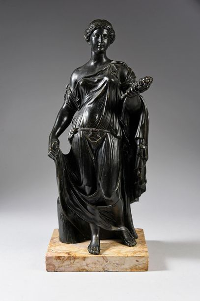 Flora Farnèse. Bronze à patine brun noir,...