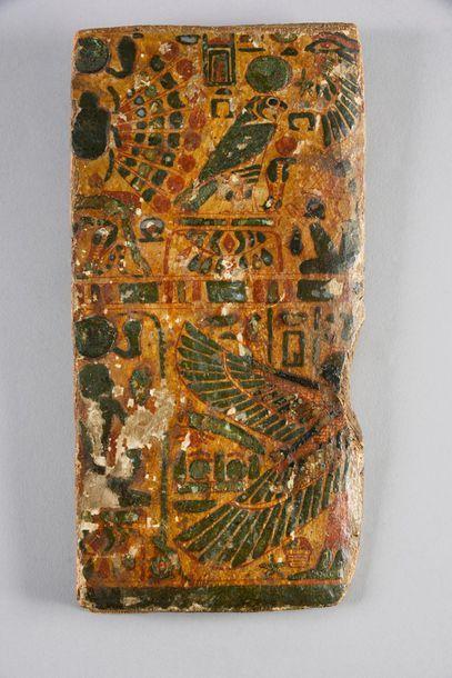 Fragment de couvercle de sarcophage orné...