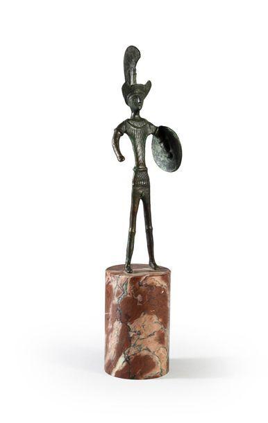 Statuette de guerrier Étrusque, il est coiffé...