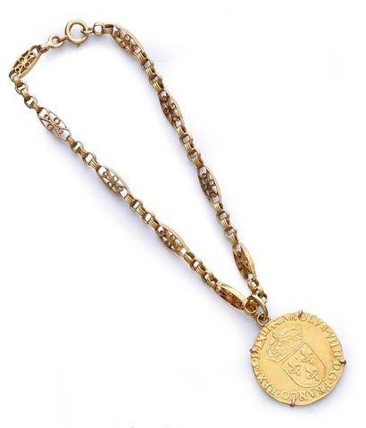 Bracelet en or 750e filigrané, fermoir à...
