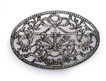 Lot de broches en métal dont une broche plaque...