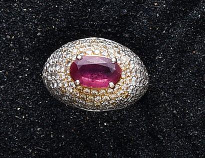Bague boule en or 750e sertie d'un rubis...