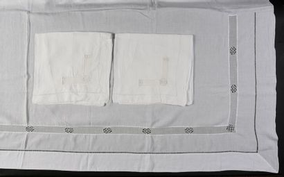 Parure de lit brodée drap et deux taies,...