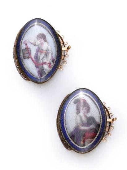 Paire de fermoirs de bracelet en métal plaqué de forme navette, décor de miniature...
