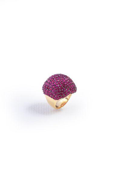 Bague boule en or 750°° sertie de rubis....