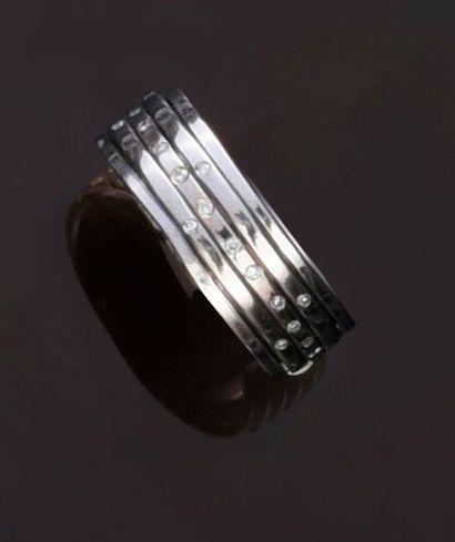 Bague en or gris 750°° à anneaux mobiles,...