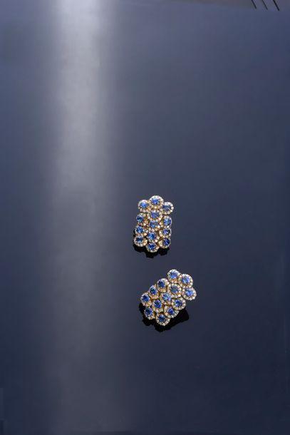 Paire de pendants d'oreilles en or 750°°...