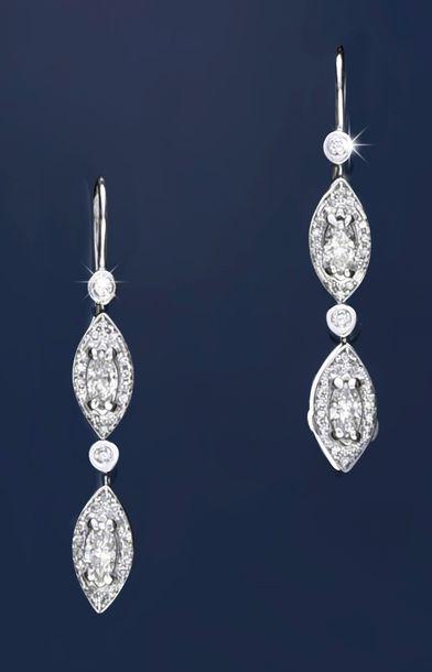 Paire de pendants d'oreilles en or gris 750°°,...