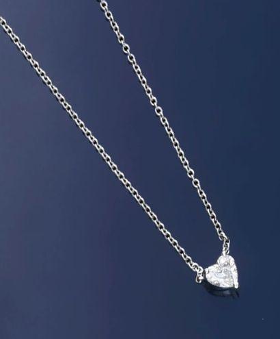 Collier en or gris 750°° orné d'un diamant...