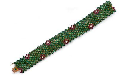 Bracelet ruban en or 585e, à décor de fleurettes...