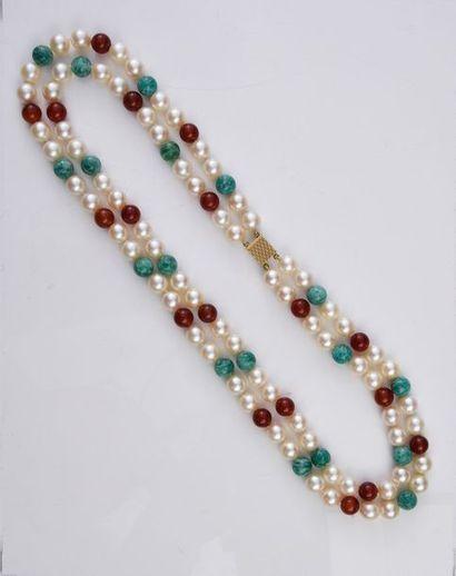 Collier à deux rangs de perles de culture...