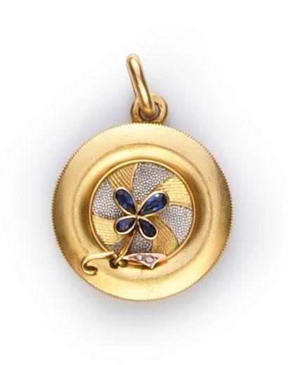 Médaillon pendentif en or à système de diaphragme...