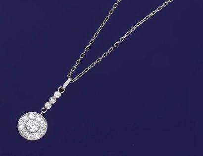 Pendentif en platine 850°° serti d'un diamant...
