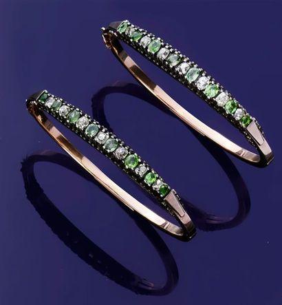 Paire de bracelets jonc en or 750°° et argent800°°,...