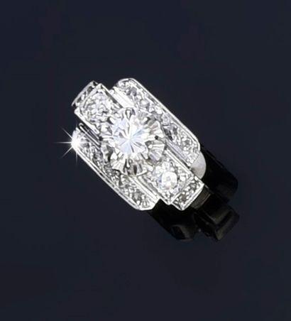 Bague en or gris 750°°, sertie d'un diamant...