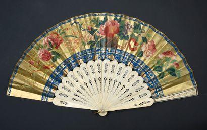 À l'imitation de la Chine, Europe, vers 1850-1860 Très intéressant éventail plié,...