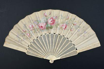 Roses et lilas, vers 1860-1880 Éventail plié,...