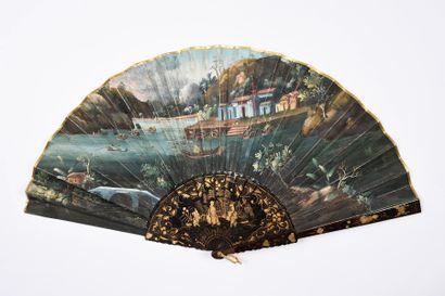 Scène de rivière, Chine, vers 1850 Éventail plié, la feuille double en papier peint...