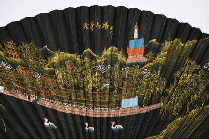La pagode Beihai, Chine, début du XXe siècle Éventail plié, la feuille double en...