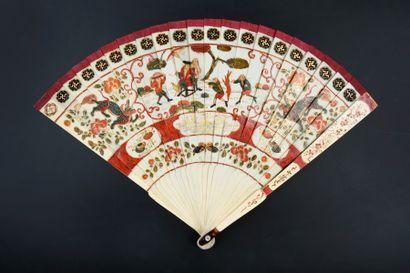 Voyage à l'Est, début XVIIIe siècle Rare éventail de type brisé en ivoire* peint...
