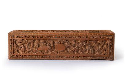 Boite à éventail, Chine, XIXe siècle Importante boite rectangulaire en santal sculpté...