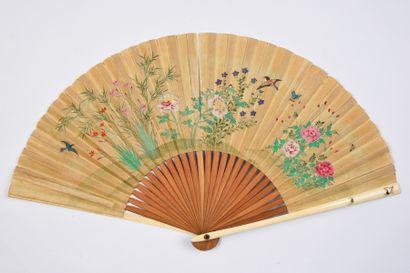 Costumes traditionnels, Japon, XIXe siècle Éventail plié, la feuille double en soie...