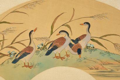 Les oies, Chine, vers 1900 Feuille d'éventail en soie crème peinte de trois oies...