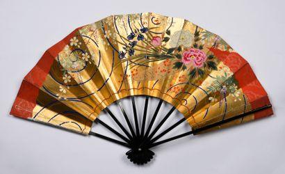 Iris et pivoines, Japon, XXe siècle Éventail,...