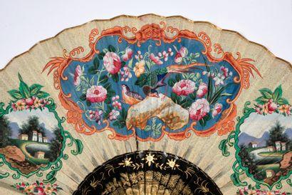 Scène de cour, Chine, XIXe siècle Grand éventail, la feuille double en papier peint...