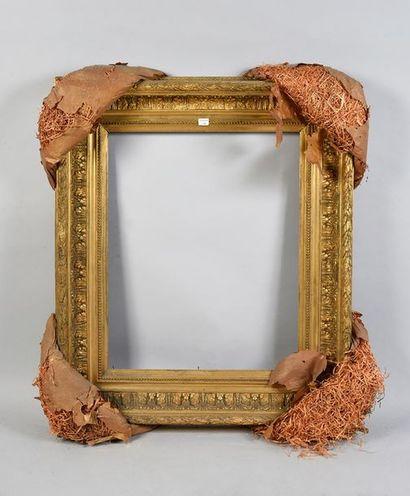 Cadre en bois et stuc doré dit Barbizon....