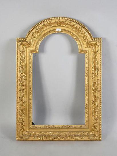 Cadre Christ en bois sculpté et doré à décor...
