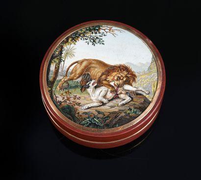 BOÎTE RONDE EN JASPE ROUGE, ROME, CIRCA 1810,...