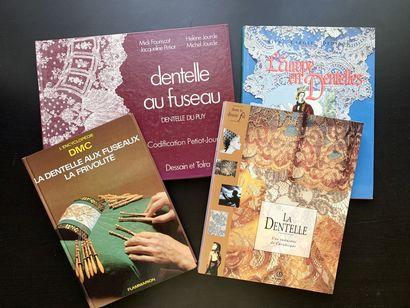 Quatre livres en français sur les dentelles....