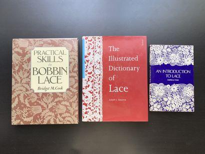 Trois livres en anglais sur les dentelles....