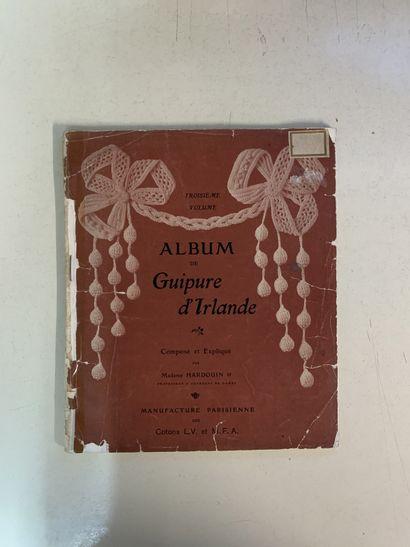 Douze ouvrages en français sur la dentelle...