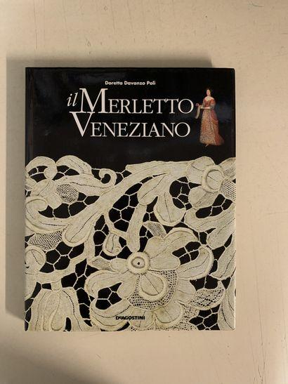 Huit ouvrages en italien sur la dentelle....