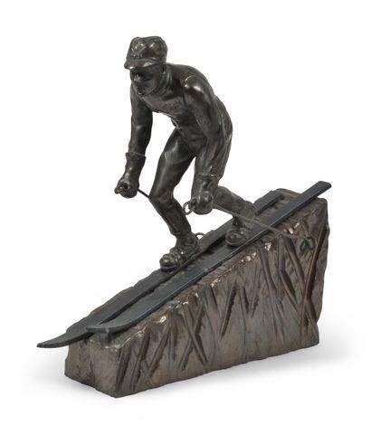 Sculpture en régule «La Descente». Vers 1930....