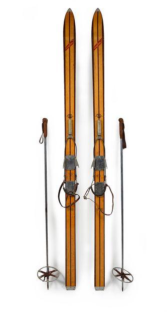 Paire de skis en bois d'hickory modèle Émile...