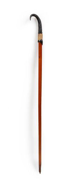 Alpenstock en bois surmonté d'une corne de...