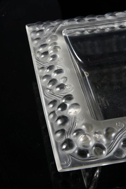 Maison LALIQUE Thomery, coupe carrée, en verre blanc moulé-pressé, modèle créé le...