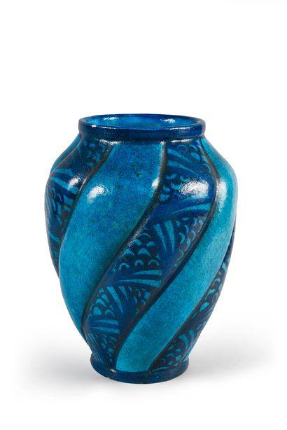 Lachenal Important vase en céramique de forme globulaire à décor de cotes torses...