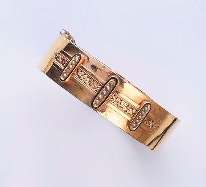 Bracelet manchette en or 750e, à décor appliqué...