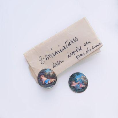 Lot de deux miniatures pour bijoux en ivoire...