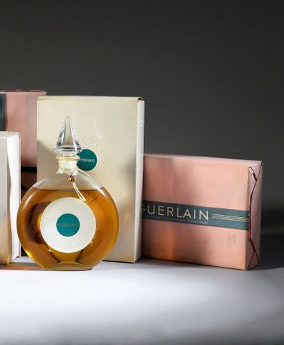 Guerlain - «Mitsouko» (années 1950) Quatre flacons en verre incolore pressé moulé...