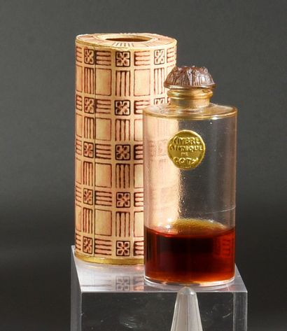 COTY - (années 1920) Lot including the poplar box covered with black morocco paper,...