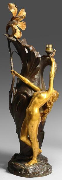 CH. LOUCHE Vase en bronze patiné et doré à décor de femme nue et d'orchidée. Montée...