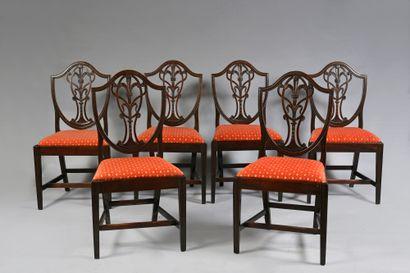 Suite de 6 chaises et une paire de fauteuils...