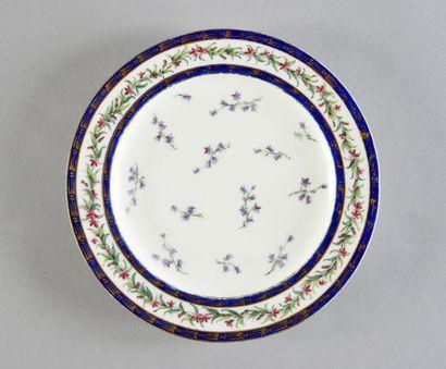 Assiette à fruits en porcelaine de Sèvres...