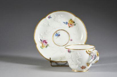 Gobelet Hébert (2e grandeur) et une sous-tasse en porcelaine de Sèvres et de Vincennes...