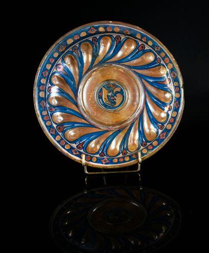Coupe en majolique lustrée de Gubbio du XVIe...